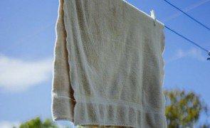 como lavar toalha banho